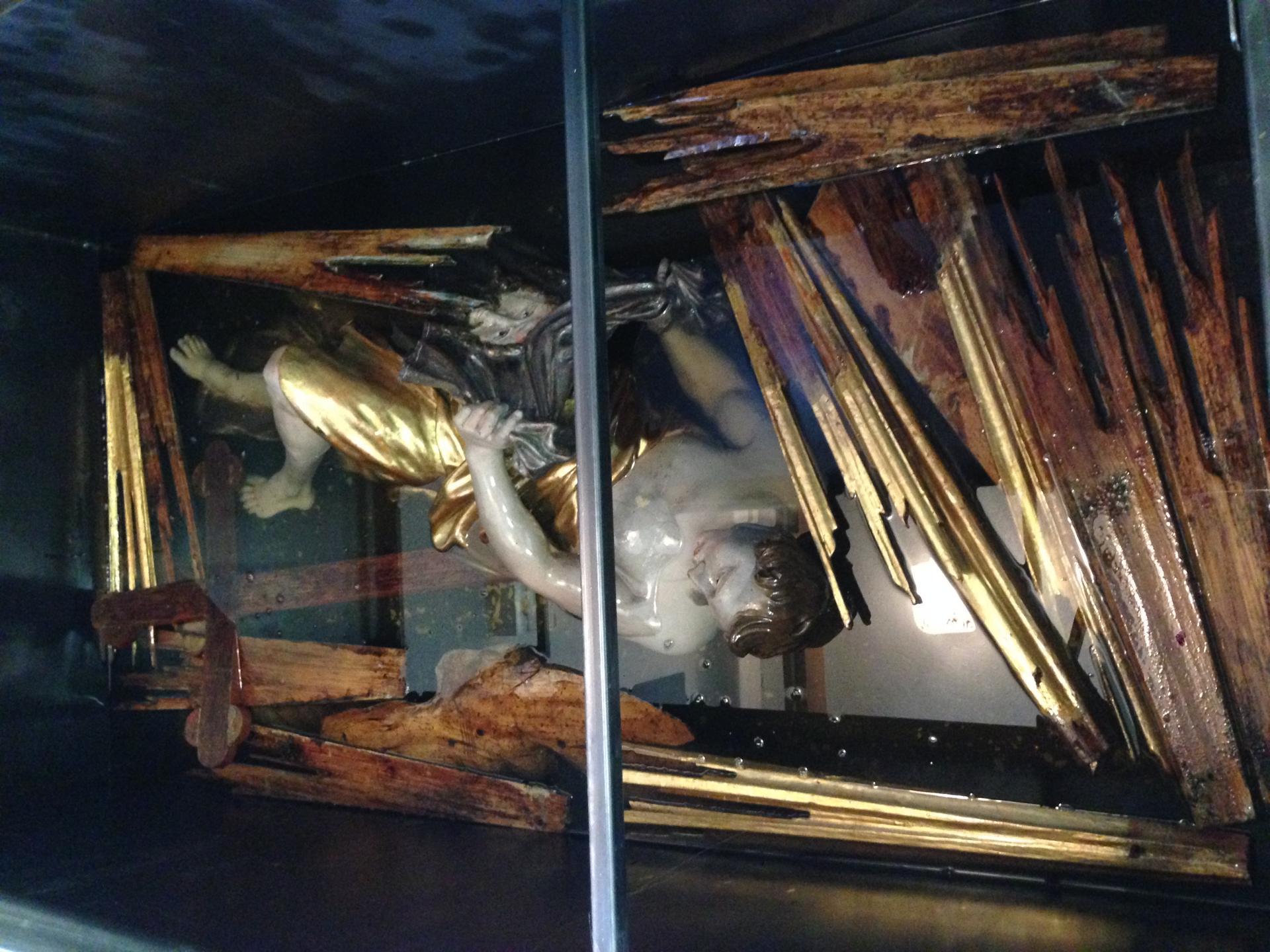 Oltár ukrižovania - petrifikovanie sochárskej výzdoby
