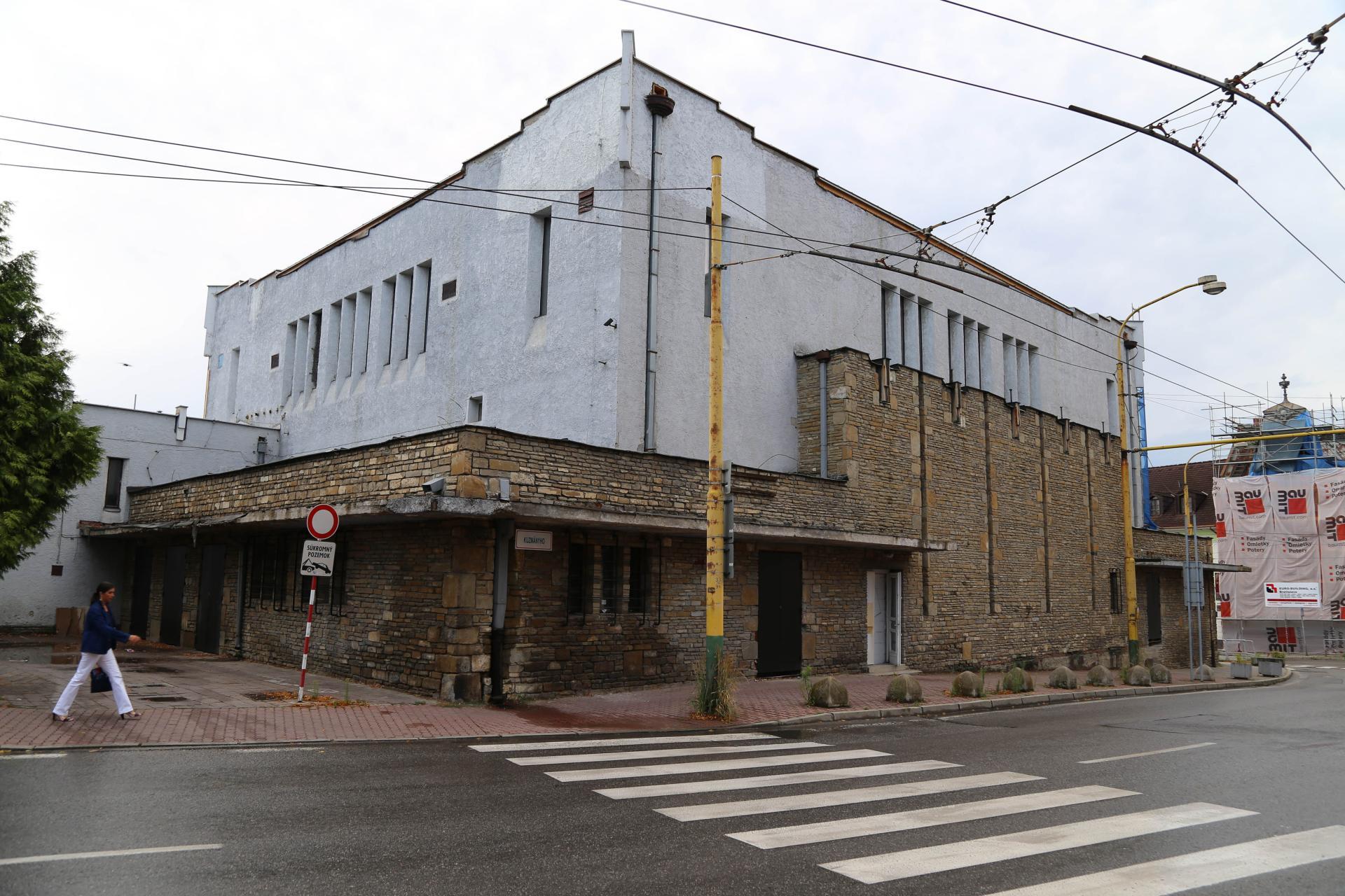 Synagóga v Žiline, stav pred reštaurovaním - celok fasády