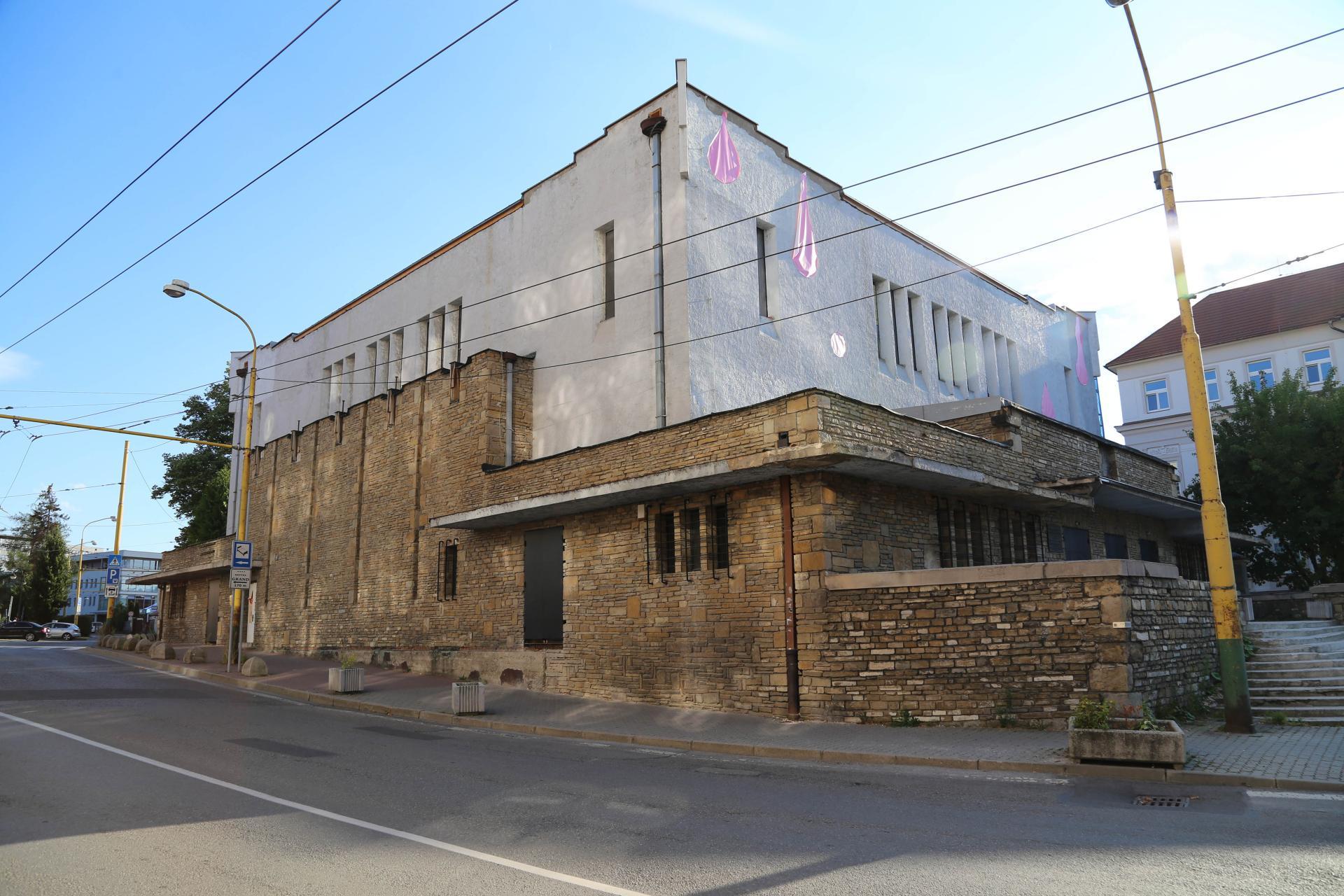 Synagóga v Žiline, stav pred reštaurovaním, celok fasády
