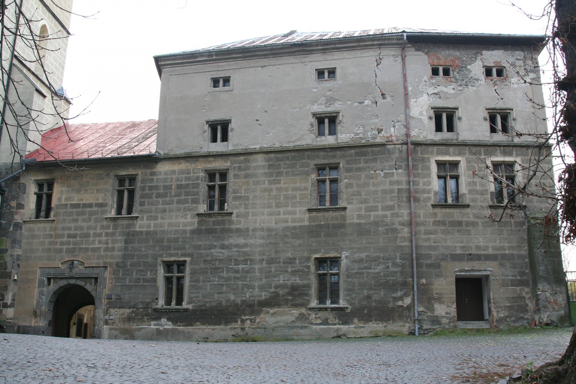 Hronský Beňadikt, opátske krídlo, stav pred rekonštrukciou